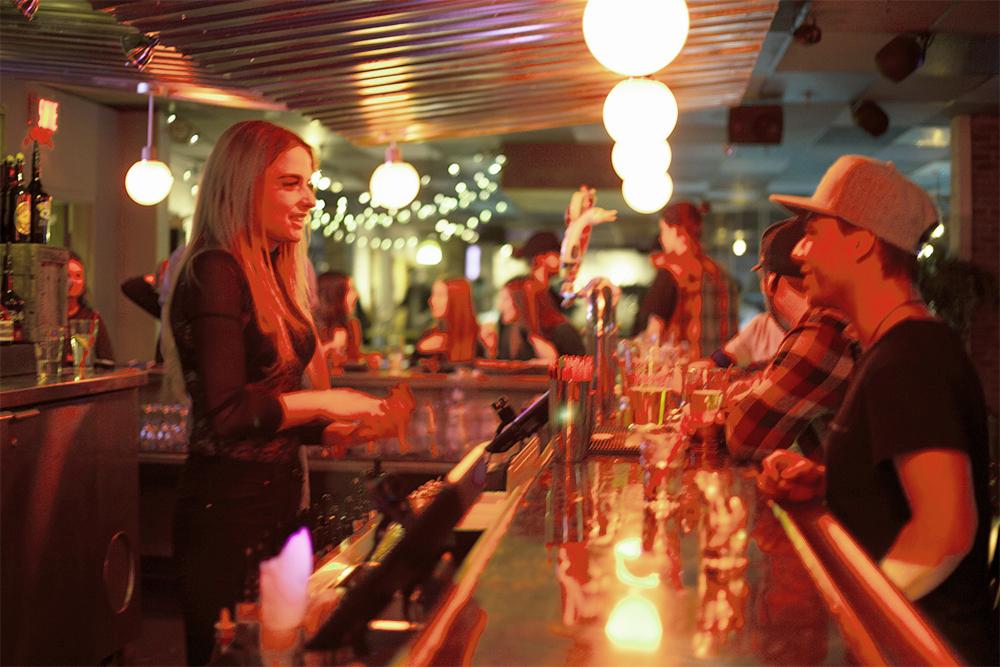 14 - Bar